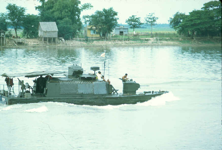 http://brownwater-navy.com/vietnam/photos/Boats7.jpg