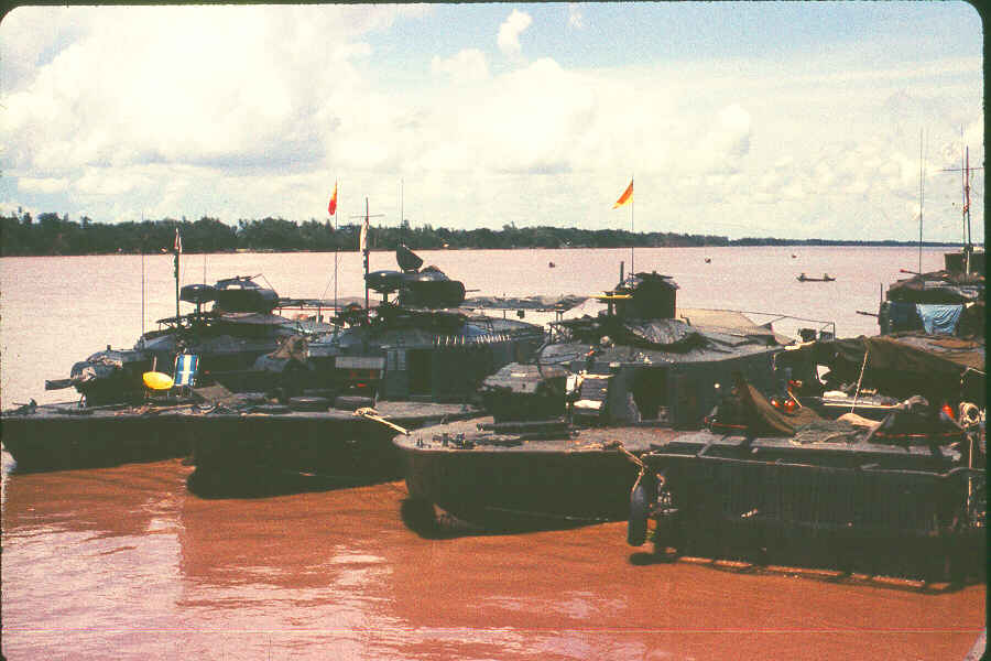 http://brownwater-navy.com/vietnam/photos/Boats9.jpg