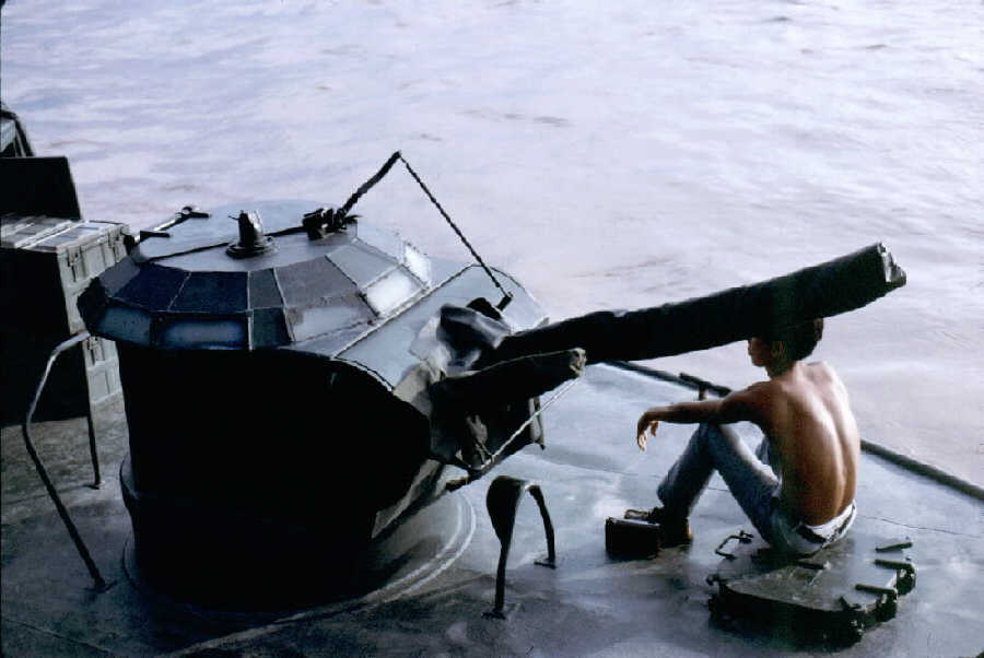 http://brownwater-navy.com/vietnam/photos2/Alphagun.jpg