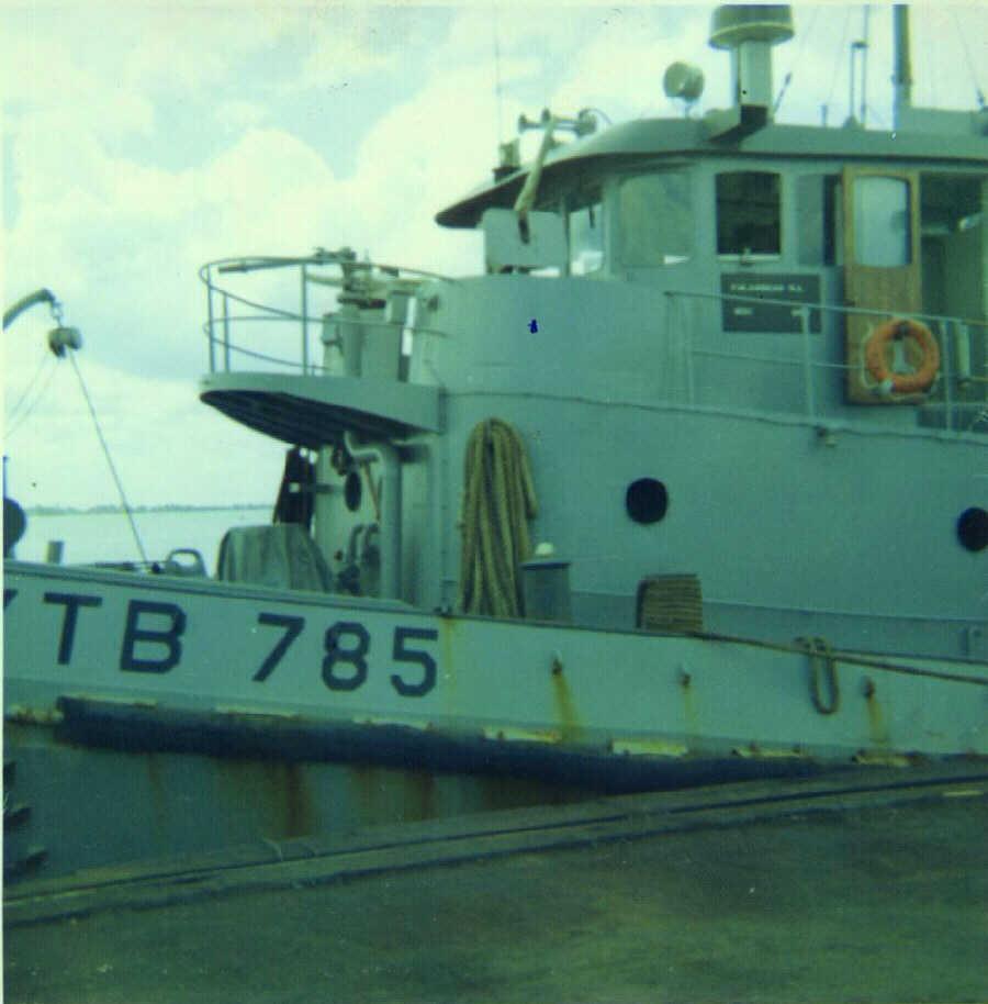 El juego de las imagenes-http://brownwater-navy.com/vietnam/photos2/YTB785a.jpg