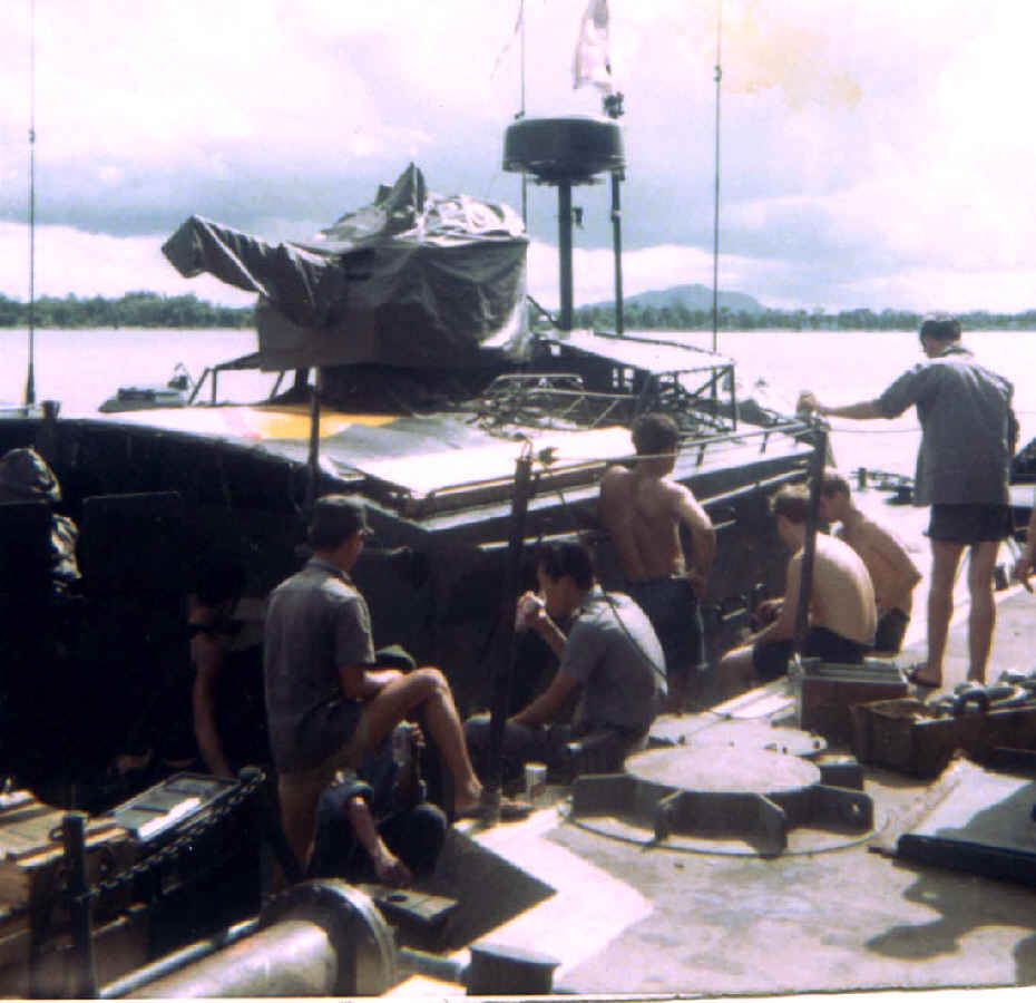 http://brownwater-navy.com/vietnam/photos2/vn05.jpg