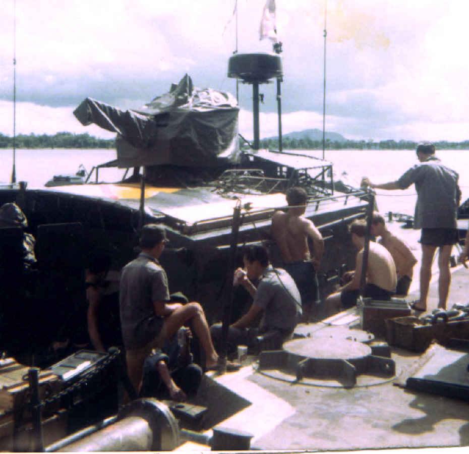 https://brownwater-navy.com/vietnam/photos2/vn05.jpg